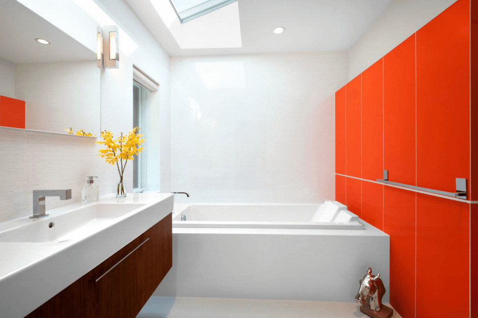 Оранжевый цвет санузел