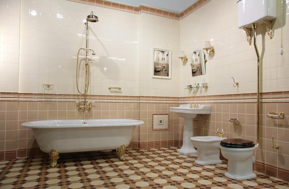 Золото в ванной комнате фото
