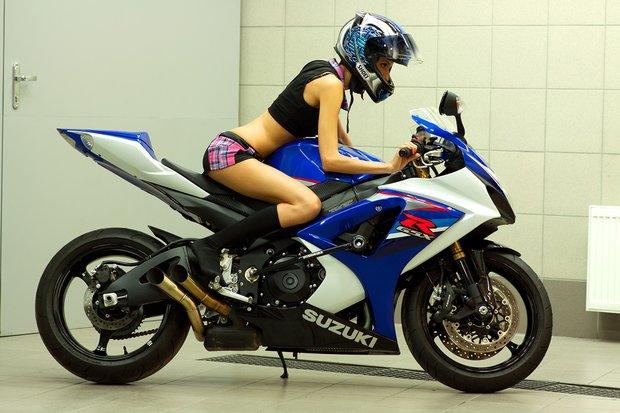 Робимо тестовий заїзд на мотоциклі. Відрегулюйте дзеркала