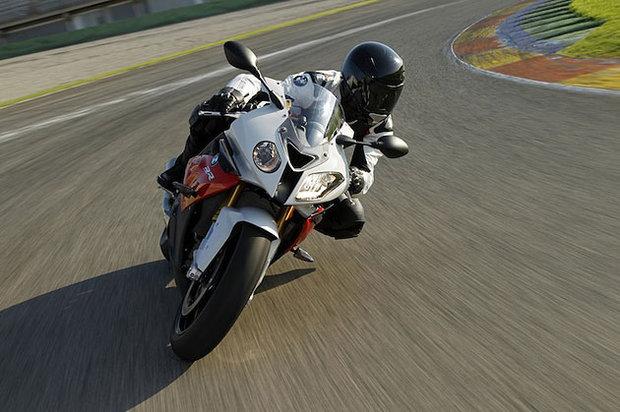 Робимо тестовий заїзд на мотоциклі.