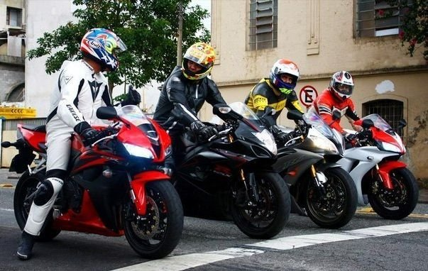 Уроки безопасности для мотоциклистов. Не ездить параллельно