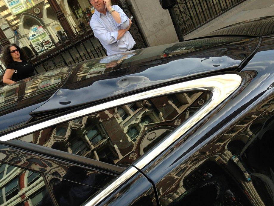 Jaguar XJ, расплавленный в Лондоне