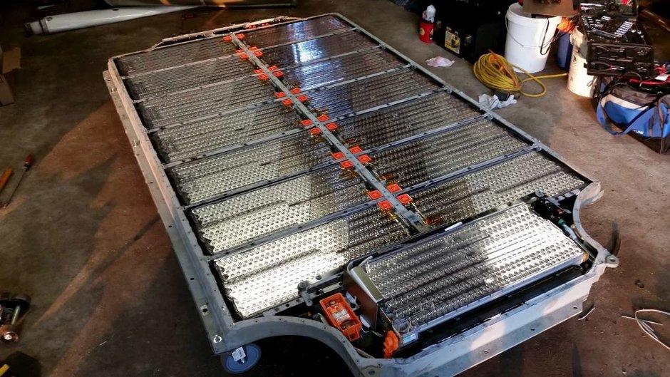 как работает єлектромобиль, батарея тесла