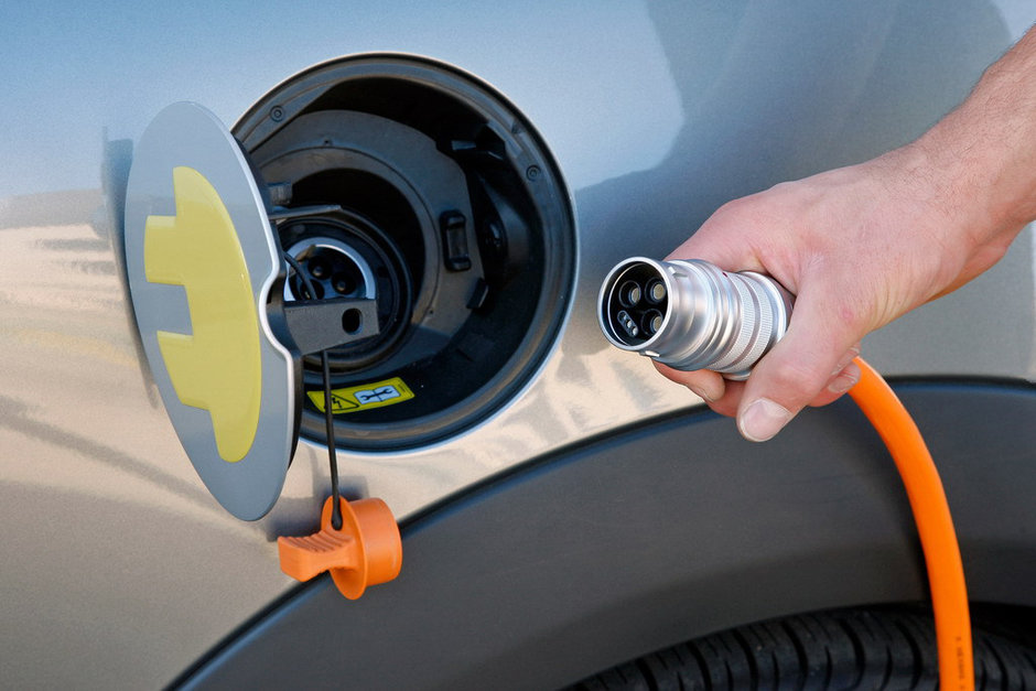 сколько стоит зарядить электромобиль