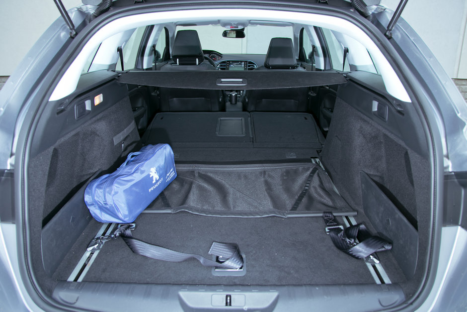 объем багажника пежо 308 универсал