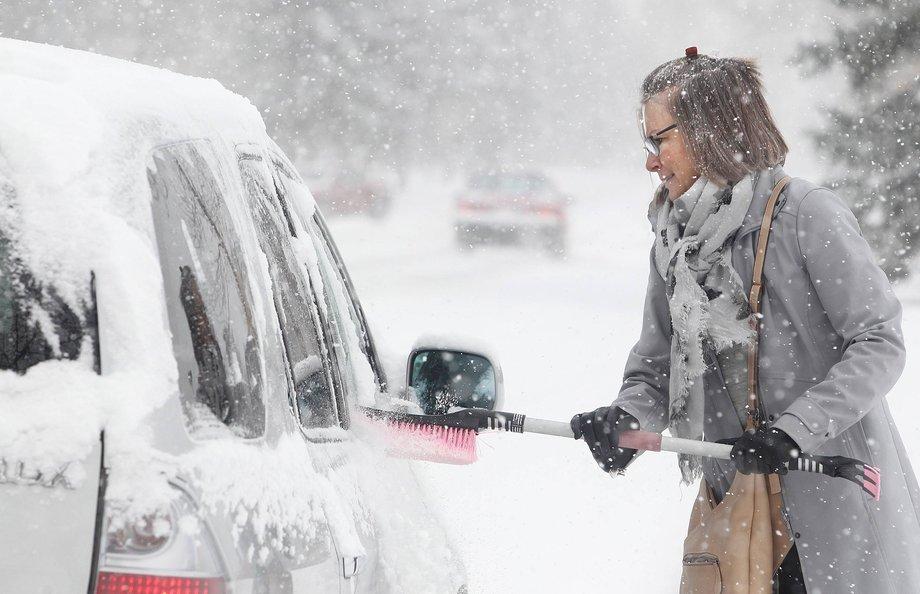 Чистка автомобиля зимой