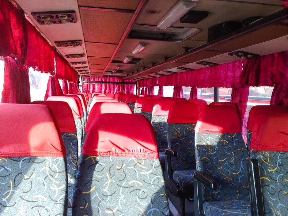 Прикасание в вавтобусе фото 465-674