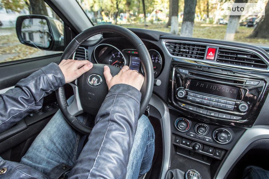 руки на руле фото