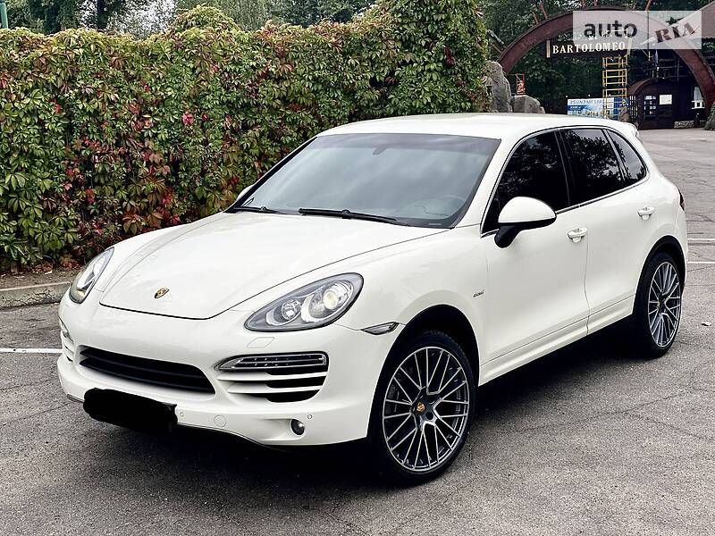 Porsche Cayenne White pearl 2012