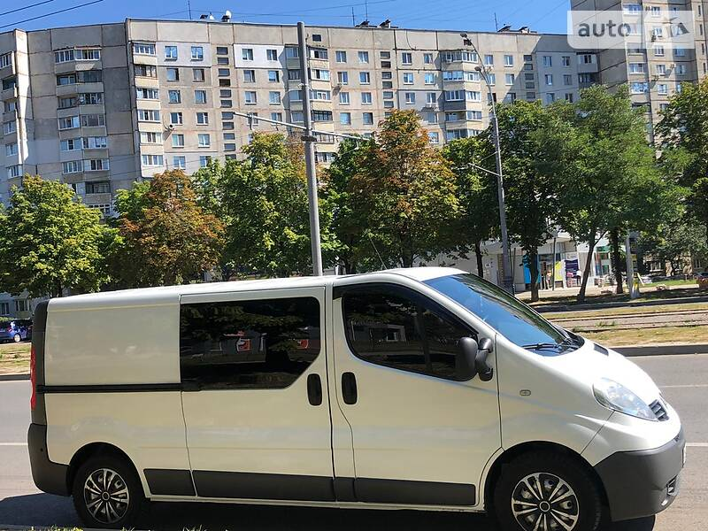 Renault Trafic груз.-пасс. 2013