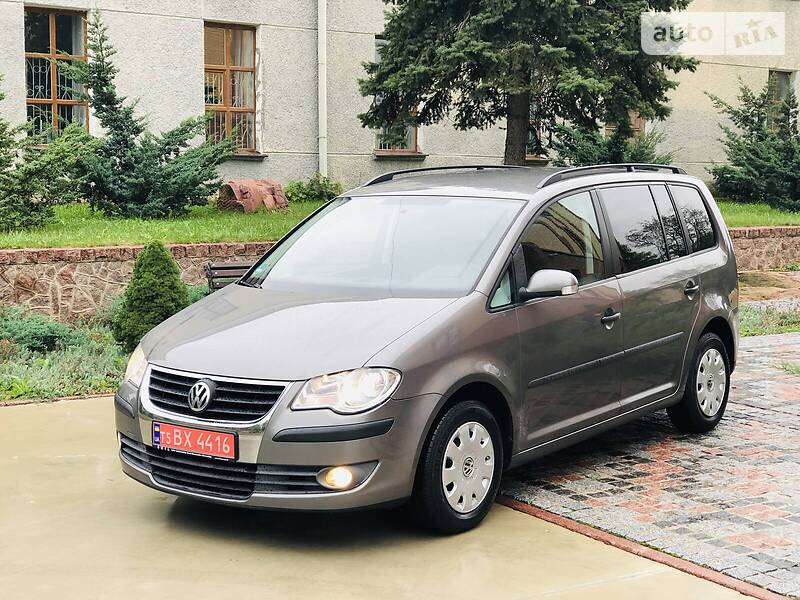 Volkswagen Touran 1.6 MPI 7MEST IDEAL  2009