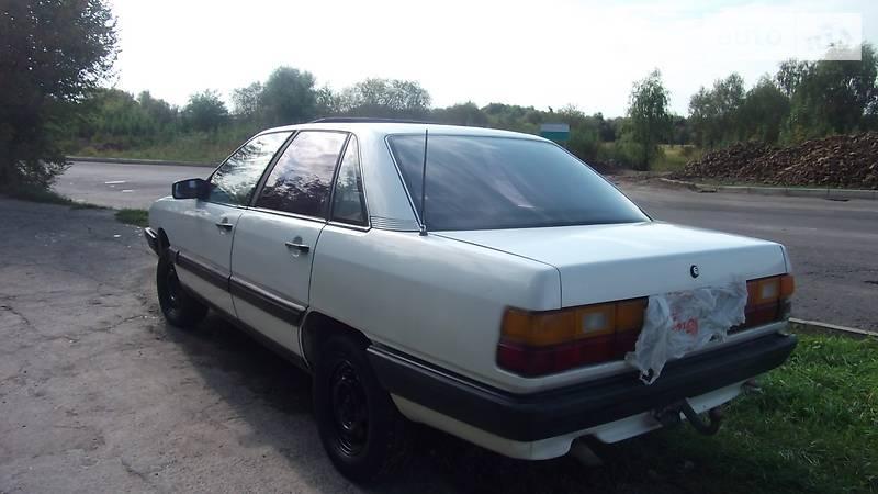 Audi 100 1984 года
