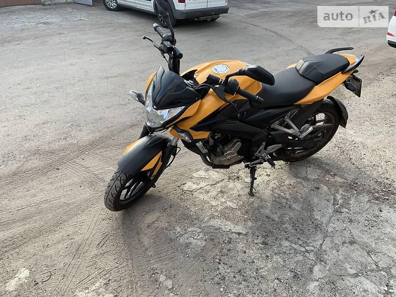 Мотоцикл Без обтекателей (Naked bike) Bajaj Pulsar NS200