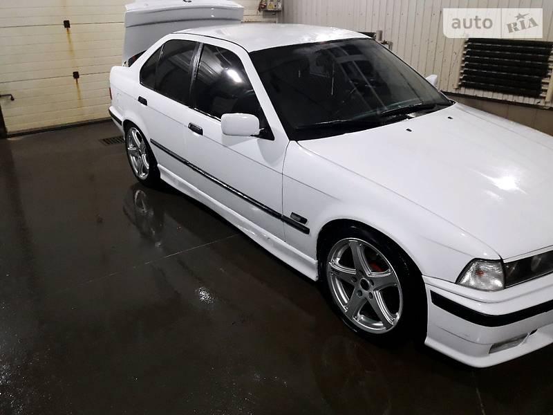 BMW 3 1992 року