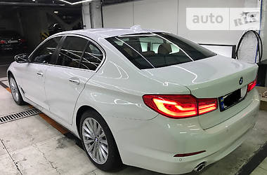 BMW 530 Luxury-full 2017