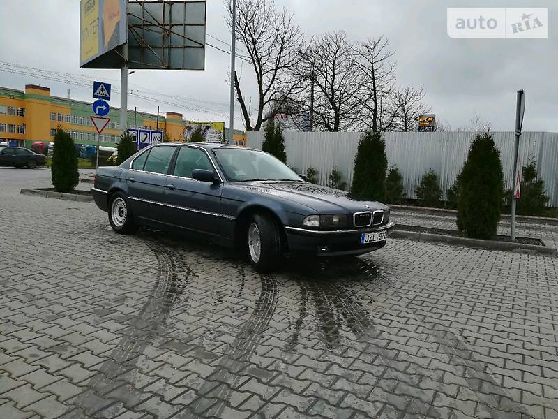 BMW 7 1998 года