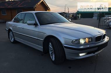 BMW 750  2001