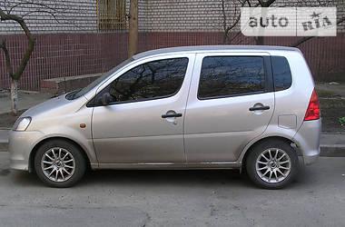 Daihatsu YRV  2004