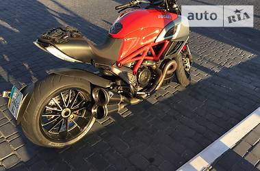 Ducati Diavel Carbon red 2012