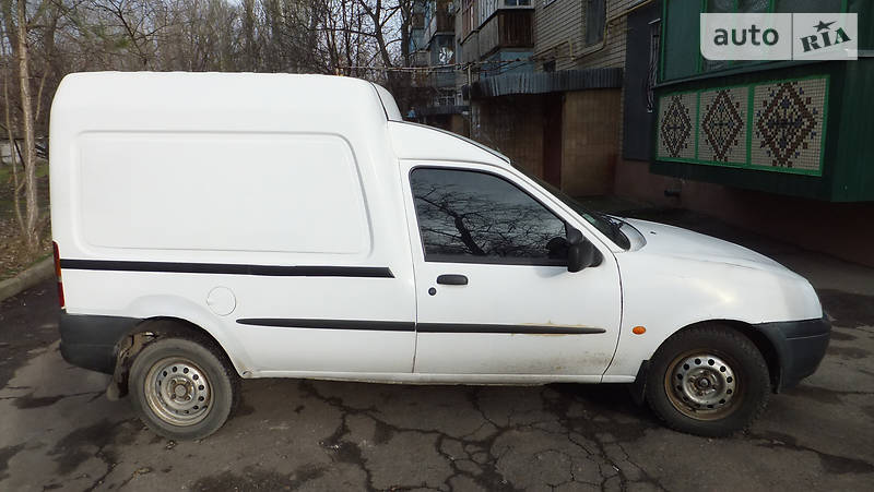 Ford Courier 2001 року
