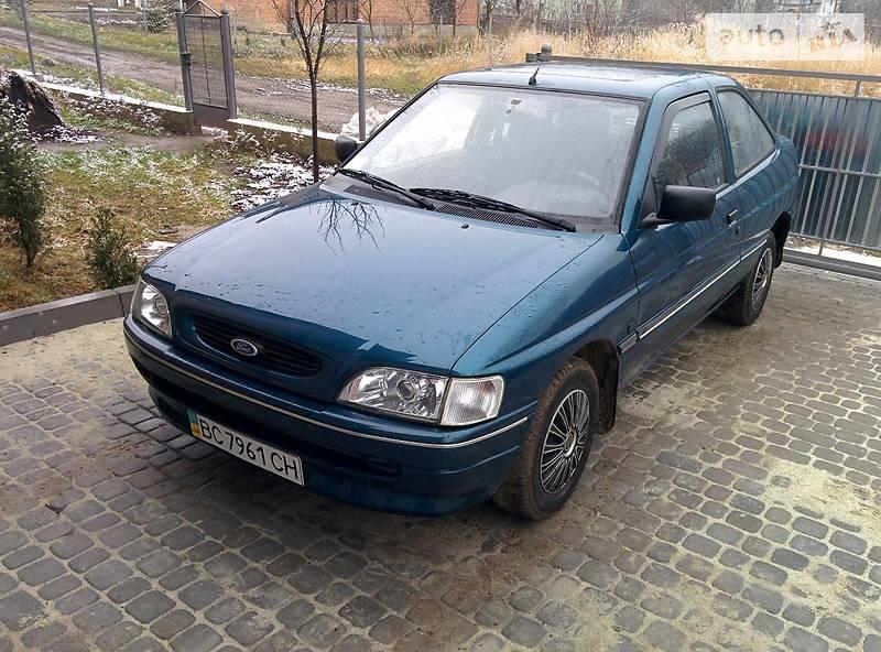 Хэтчбек Ford Escort