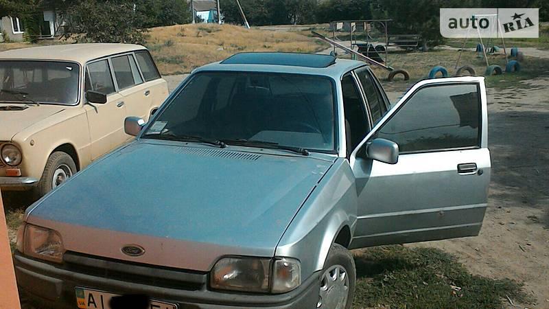 Ford Escort 1988 года