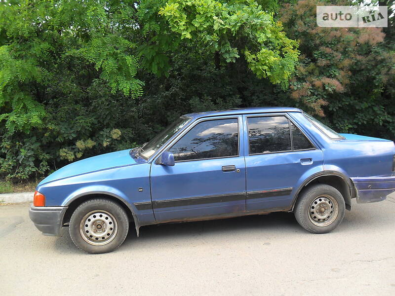 Седан Ford Orion