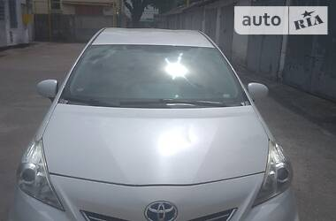 Цены Toyota Prius v Гибрид
