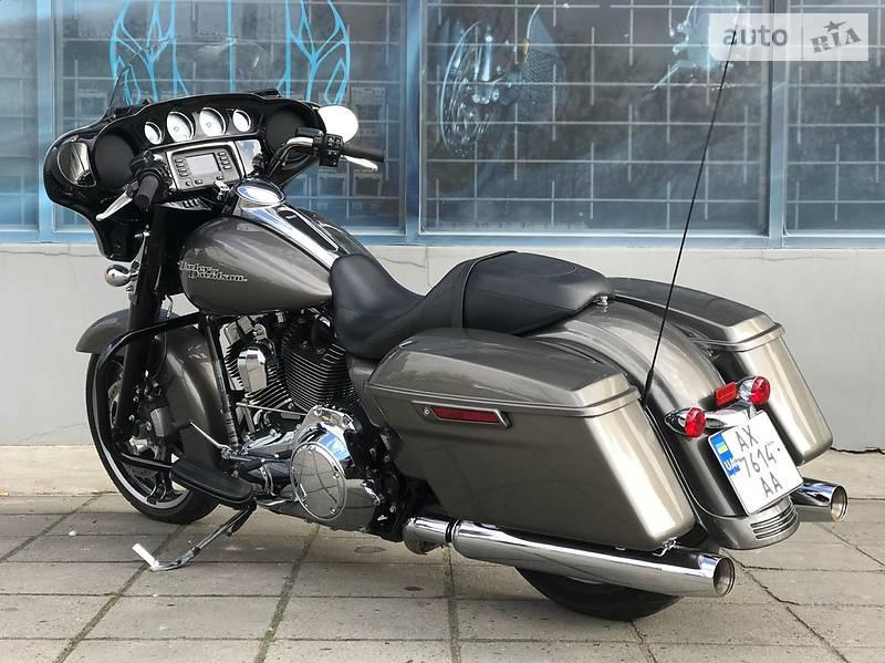Мотоцикл Круизер Harley-Davidson FLHX Street Glide