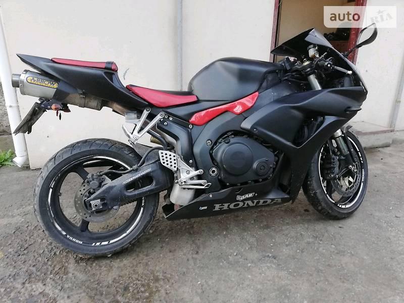 Спортбайк Honda CB 1000R