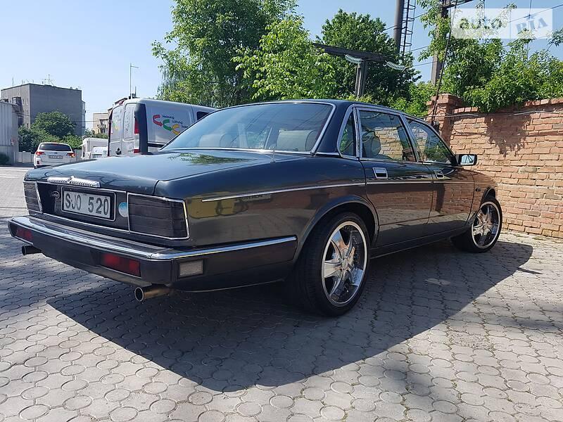 Седан Jaguar Daimler
