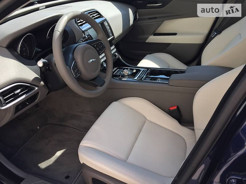 Jaguar XE 2015 року