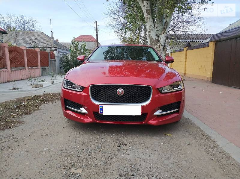 Jaguar XE 2016 року
