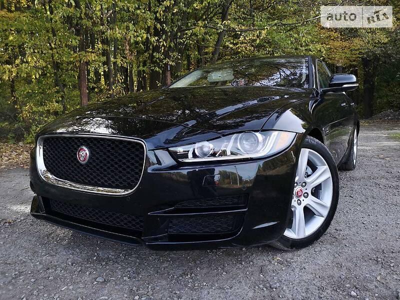Седан Jaguar XE