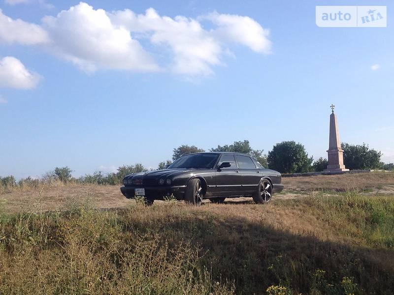Jaguar XJ 1999 року