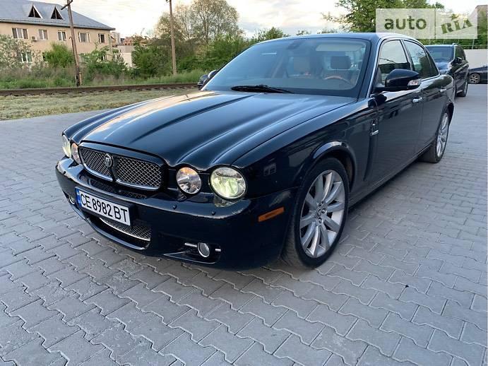 Седан Jaguar XJ