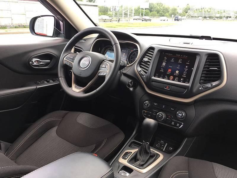 Jeep Cherokee 2016 року