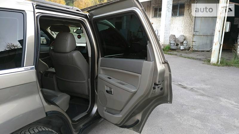 Jeep Grand Cherokee 2005 року