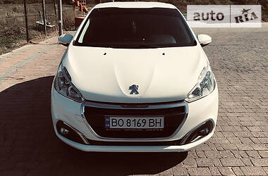 Характеристики Peugeot 208 Хетчбек
