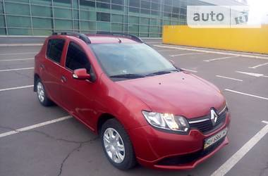 Характеристики Renault Sandero Хэтчбек