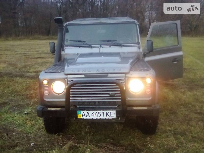 Land Rover Defender 2010 года