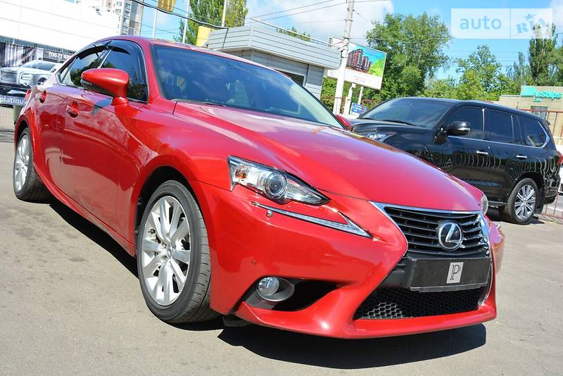 Lexus IS 2013 року