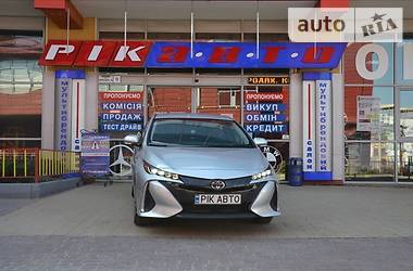 Характеристики Toyota Prius Лифтбек