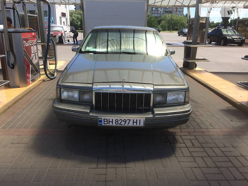 Lincoln Town Car 1990 года