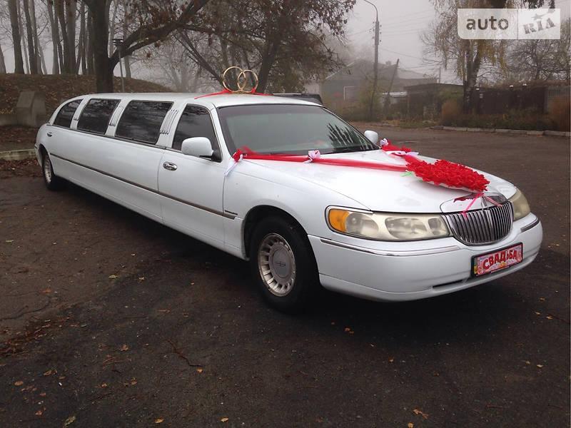 Lincoln Town Car 2000 року