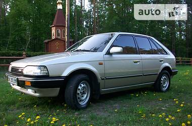 Mazda 323  1989