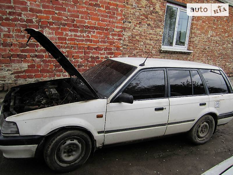 Mazda 323 1990 года