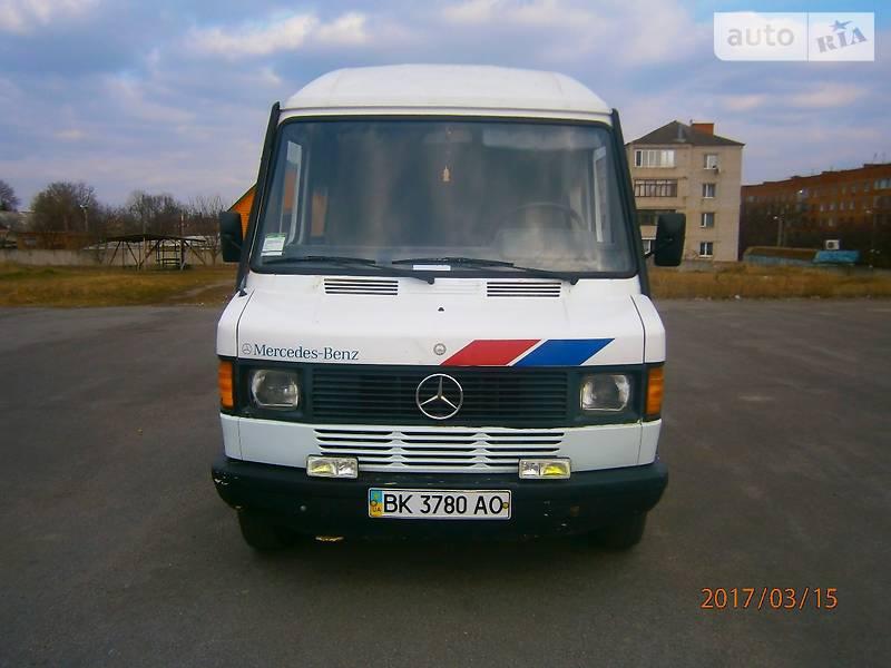 мерседес бенс мікроавтобус 208 1991 року