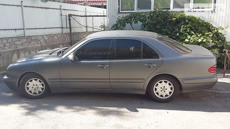 Mercedes-Benz 210 2000 года