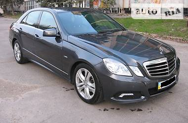 Mercedes-Benz 220  2010
